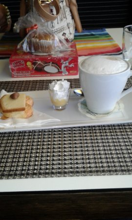 Strand, Südafrika: Special Cappucino - desert on the side and a likeur