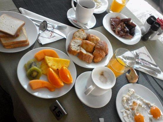 Hotel Beaurivage: petit déjeuner du dimanche matin 2.400 FCFP/personne à volonté