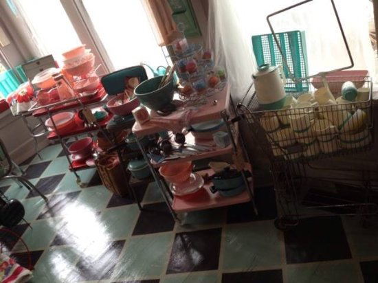 Tavares, FL: each room is different= this is 50's kitchen decor