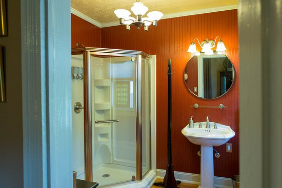 Gate City, VA: Robert Douglas Bathroom