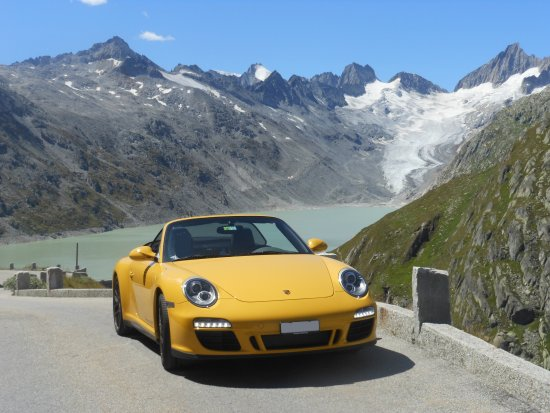 Hergiswil, Schweiz: Have a seat in our dream cars and visit remote glacier lakes