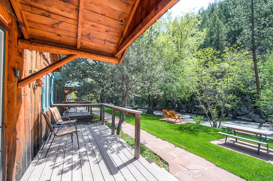 Evergreen, CO: Creekside View