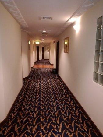 Howard Johnson Bur Dubai: Corredor de acesso aos quartos