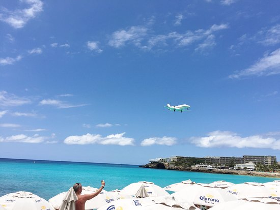 Diederick SXM Tours: Maho Beach- where the planes appear to be landing on the beach