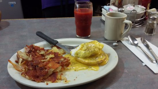 Watertown, WI: Eggs bendict with cripsy American fries. Perfectly delicious.