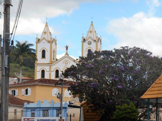 Cristina, MG: Igreja Matriz, vista da Praça.