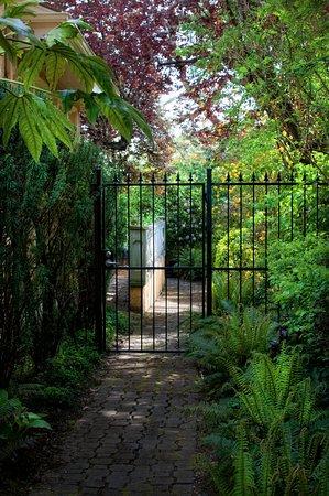 Tuscan Gardens - Picture of Villa Marco Polo Inn, Victoria - TripAdvisor