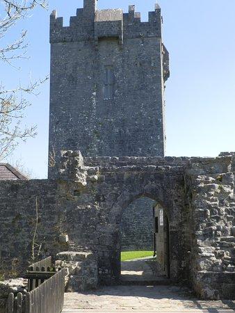 Oughterard, Irlanda: Castle entrance