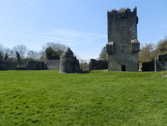 Oughterard, Irlanda: Castle and Watchtower