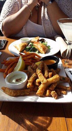 Mozambique Restaurant: Calamari and vegetable samoosas for a Happy Hour nosh.