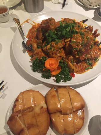 Chalfont St. Giles, UK: Spicy Chilli Crab with fried buns 辣子蟹与黄金饅头