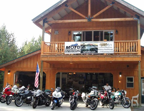 La Pine, Орегон: Stable has rentable BMWs, Ducatis, Kawis, Harleys, Honda CBX, more. Lodging packages at DiamondS