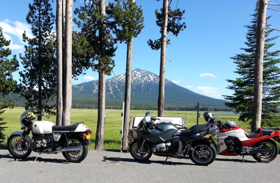 La Pine, Орегон: '78 BMW R100S & more at Elk Lake, on cascade Lakes Scenic Hwy loop ride.