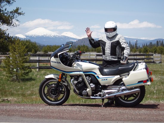 La Pine, Όρεγκον: 1984 Honda CBX is fun solo or riding with your sweetheart. Cascade mountain views.