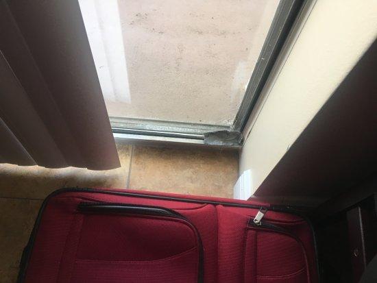 Miramar, FL: duct tape at Balcony door