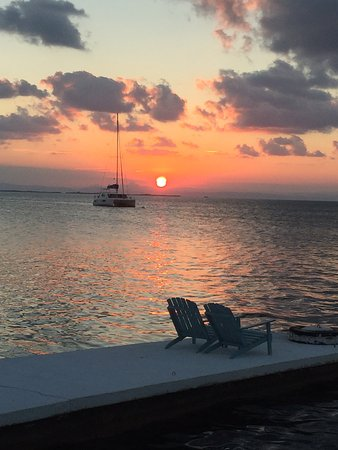 South Water Caye, Belize: Great view from the bar at sunset every night.
