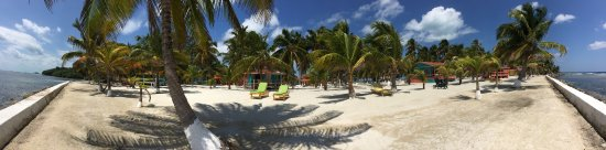 South Water Caye, Belize: Impecable grounds.