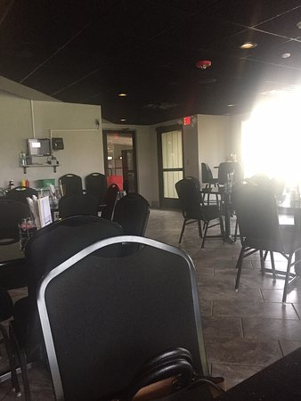 Rochelle, IL: A view into the dining area