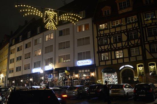 Hutt'n Essen & Trinken: Hutt'n Essen& Trinken at night