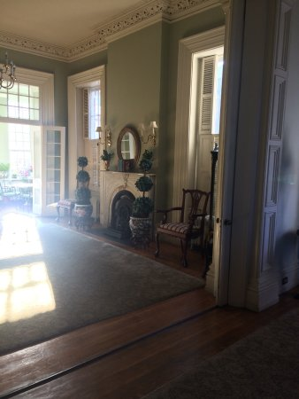 The Ragland Mansion B&B and Events: Sitting room leading to patio