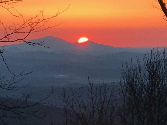 Len Foote Hike Inn: What a glorious sunrise from the Len Foote Inn porch!