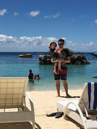 Movenpick Hotel Mactan Island Cebu: A beach that is great for kids