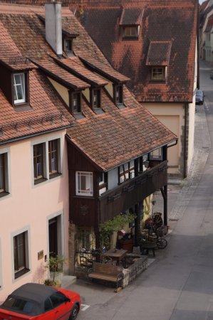 Gastehaus Familie Gerlinger: Gastehaus viewed from City Wall walkway