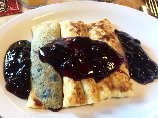 Michaels Kitchen Cafe & Bakery: Blueberry blintzes