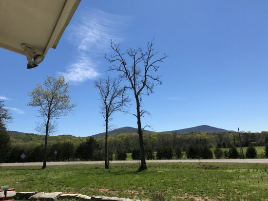 Pigeon Mountain Country Store & BBQ: This is another view which will feed your soul.