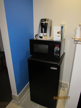 Jeffersontown, KY: Microwave & Fridge
