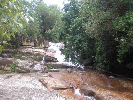 Chin Farm Waterfall: gentle cascades beneath the falls