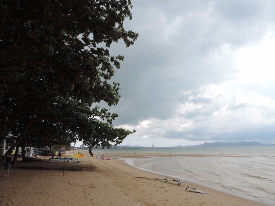 Ban Nam Mao Resort : пляж, отлив