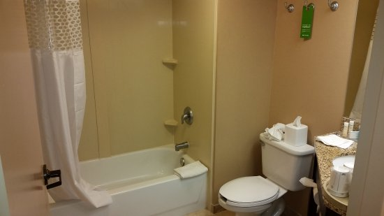 Marlborough, MA: Another view of bathroom