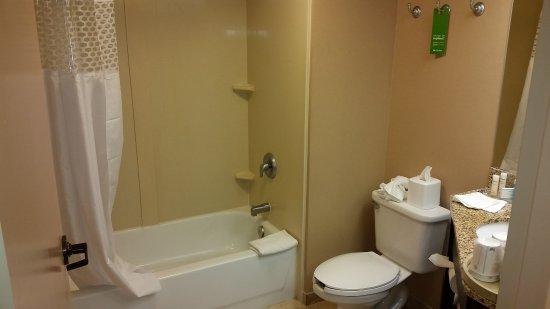 มาร์ลโบโรห์, แมสซาชูเซตส์: Another view of bathroom
