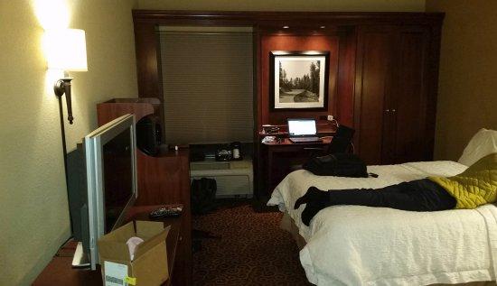 มาร์ลโบโรห์, แมสซาชูเซตส์: Partial view of room only showing one of the two beds