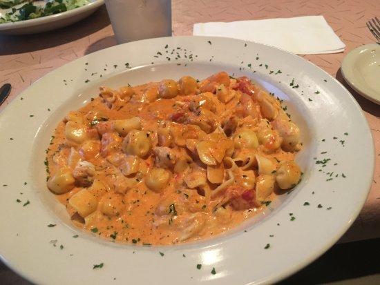 Martinsburg, Virginia Barat: Seafood pasta special (great crab meat, lovely shrimp)