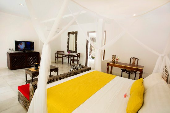 The Royal Palm Villa: Bed room and amenities