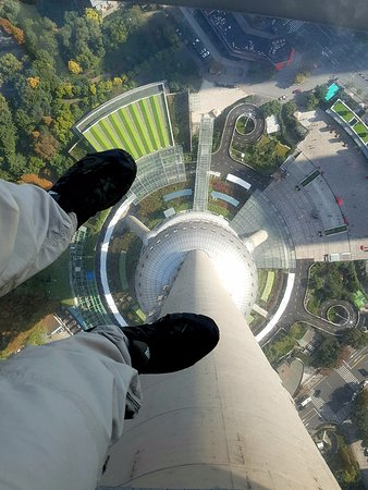 Oriental Pearl Tower (Dongfang Mingzhu): bottom glass floor walk around viewpoint