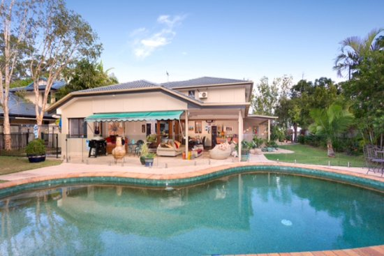 Chapel Woods Bed and Breakfast: Relax next to the lagoon sized pool