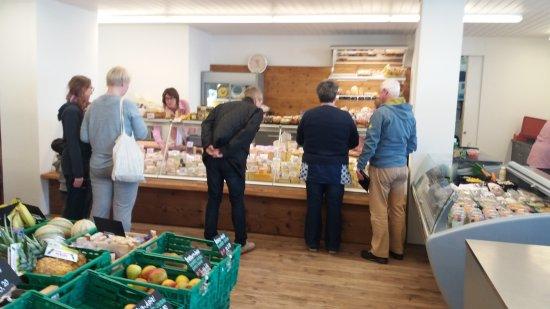 Pfaeffikon, Switzerland: Nun, dies war ein kleiner Dorfladen, der mit sehr viel Fleiss und Liebe umgebaut wurde