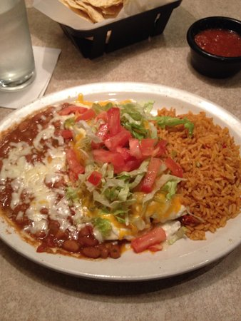 Edmond, OK: Chicken Enchiladas that comes with chips and salsa