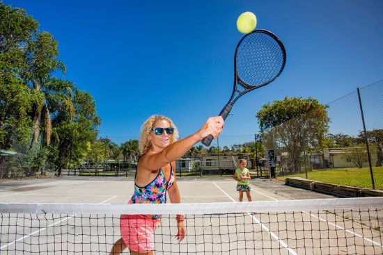 Hallidays Point, Avustralya: Have a hit of tennis with the family