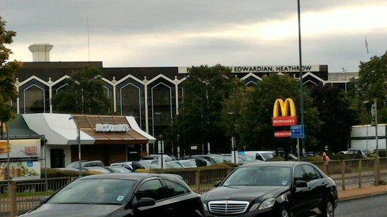 Radisson Blu Edwardian Heathrow Hotel Photo