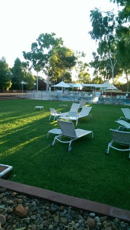 Desert Gardens Hotel, Ayers Rock Resort: Enjoyed a lazy afternoon here - there is a small bar available