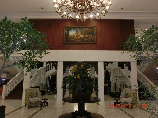 Montebello Villa Hotel: エントランス