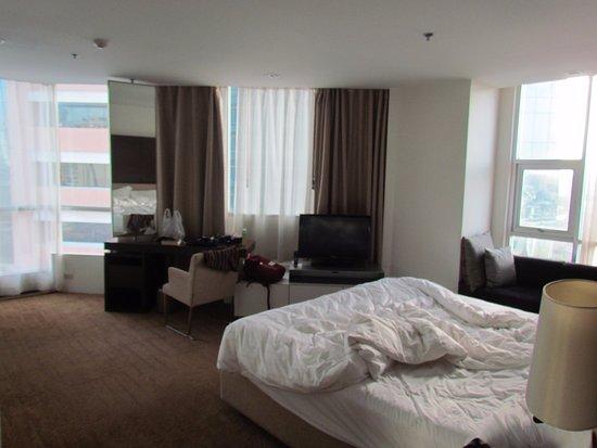 Anantara Sathorn Bangkok Hotel: The master bedroom