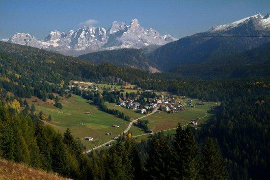 Panorama di Bellamonte d'estate