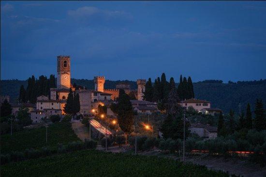 San Donato in Poggio, อิตาลี: Palazzo Malaspina, notturno medievale