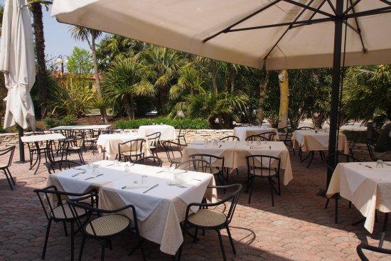 Hotel Leonardo Da Vinci Terme & Golf: Außenbereich des Speisesaals