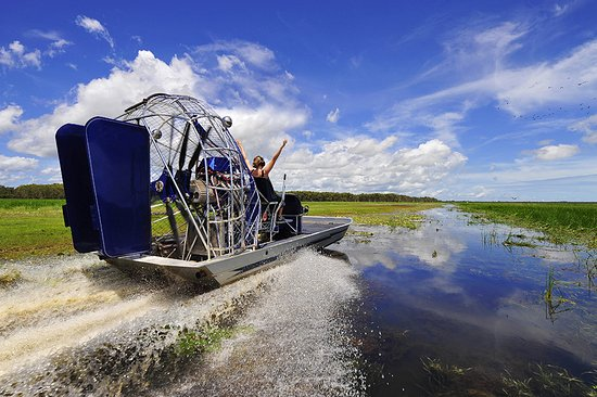 Top End, Australie : Airboat in Mary River Wetlands